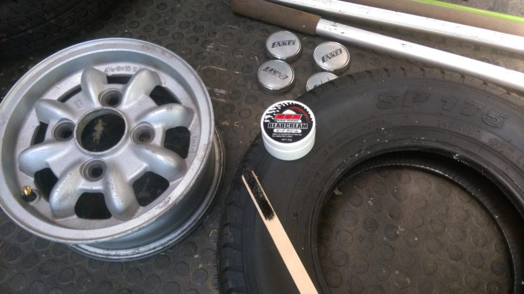 タイヤの組み付け
